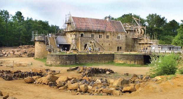 Středověk je dřina: Jak se staví hrad