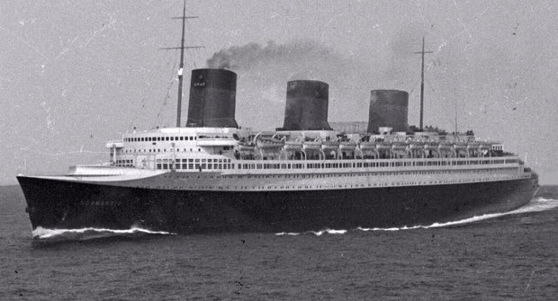 Větší než Titanic: Jak královna moří Normandie utonula