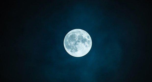 Hustá atmosféra na Měsíci