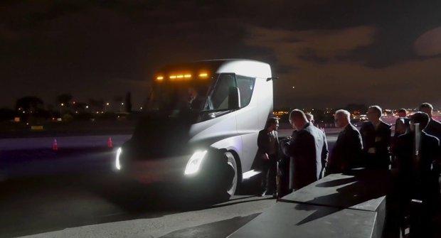 Elektro tahač Tesla Semi: Zrychlení vás ohromí