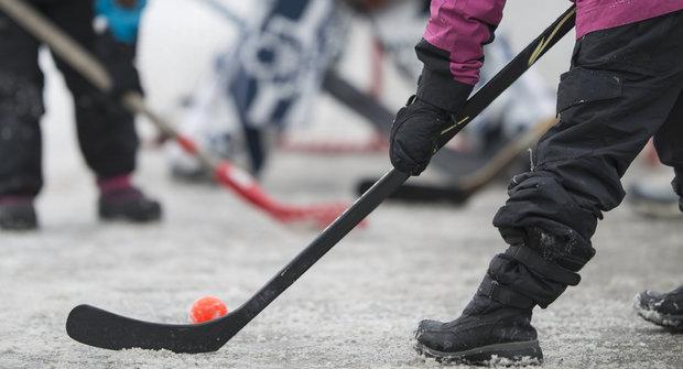 Strojky času: Hokejbal mezi domy