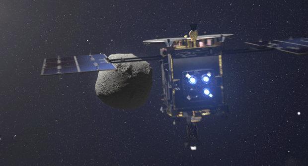 Vesmírná přestřelka: Asteroid Ryugu pod palbou sondy Hajabusa 2