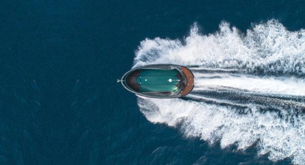 Jet Capsule 001: UFO ve vlnách