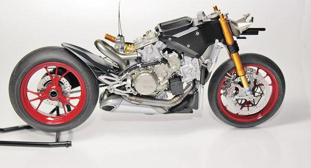 Plastikové modely 10: Motocykl Ducati 1199s