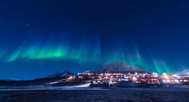 Longyearbyen: Polární noc ve městě bezejmenných ulic
