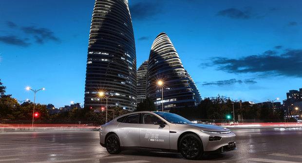 Tesla v ohrožení? Čínský elektromobil Xpeng P7 ji může předjet