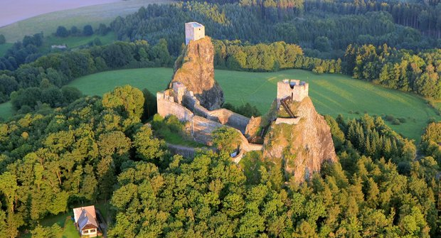 Strašidelné hrady: Komu straší ve veži a kde duch kazí fotky?