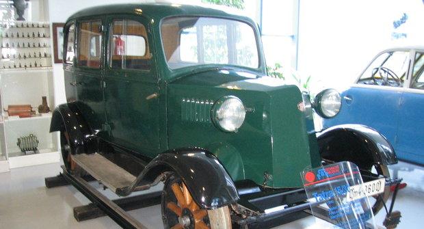 Tatra bez volantu: Auto, které jezdilo jen po kolejích