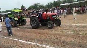 Traktor versus traktor! Aneb když se u nás chlapi rozjedou