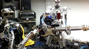 Roboti mají rockovou kapelu a hrají Motörhead
