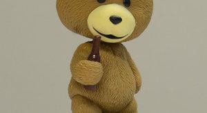 Sprosťák méďa Ted má hlavu jako bublinu