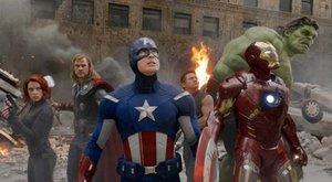 Avengers bojují proti Supermanovi a Bamtanovi