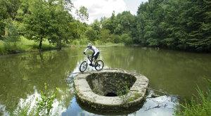 Naučte se na kole s mistrem světa v novém seriálu ABC!