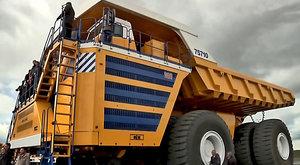 Obr BelAZ 75710: Největší důlní sklápěč v akci