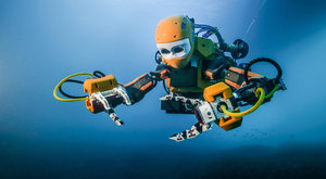 Robot Ocean One hledá poklady v hlubinách