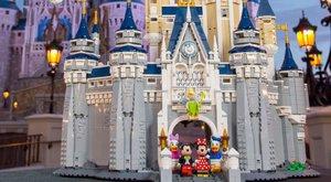 Galerie: Gigantický LEGO zámek pro Disneyho Popelku
