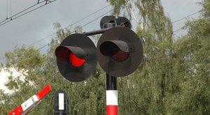 Bezpečně  v silničním provozu 6: Železniční přejezd se…