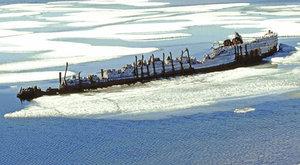 Loď v ledu: Záchrana Amundsenovy Maud