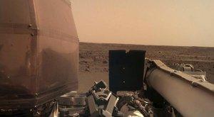 Nový obyvatel Marsu: Laboratoř InSight bezpečně přistála na Rudé planetě!