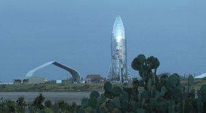 Vesmírná loď Starhopper vizionáře Elona Muska se brzy utrhne ze řetězů