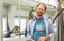 Vedoucí výzkumu Tecumseh Fitch ve své primatologické laboratoři ve Vídni