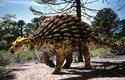 Bíložravý Ankylosaurus nebyl před dravci úplně bezbranný, chránilo ho mohutné brnění na hřbetě