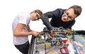 Kluci připravují robota před zkušební jízdou