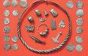 Poklad obsahuje vůbec největší počet Modrozubových mincí, jaký byl nalezen na jednom místě