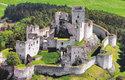 Mohutný donjon (13 × 19 m) zříceniny hradu Rabí je největším u nás. Od 13. století byl sídlem pánů z Velhartic