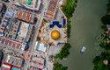 Interceptor na řece Klang v Malajsii, všimněte si natažené sítě
