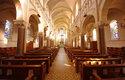 Ve většině kostelů je o Velikonocích prázdno a mše jsou online
