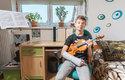 Roman ČERVINKA: 14 let, České Budějovice, věnuje se hře na housle, úspěšně vykonal zkoušku na Universität für musik und dastellende Kunst Vien