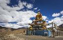 Místní lidé jsou převážně buddhisté a tak u cest můžete narazit na sochy Buddhy
