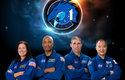 Posádka mise Crew-1. Zleva: Shannon Walker, Victor Glover, Mike Hopkins a Sóiči Noguči