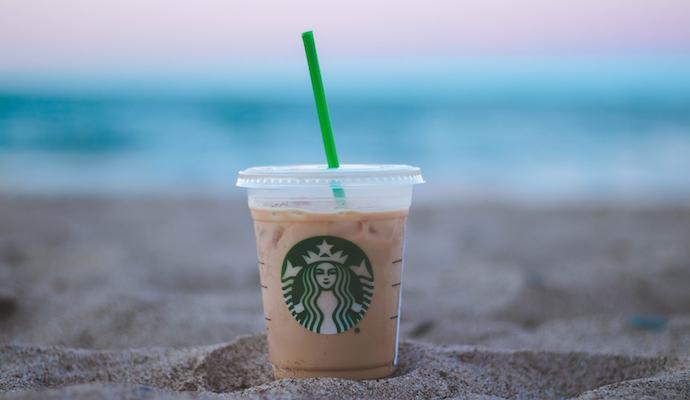 Kaviareň Starbucks si zo spojenia frappé a cappuccina vytvorila vlastný kult osviežujúceho nápoja.