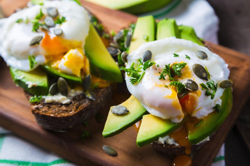 Náš tip: Ku stratenému vajíčku, sa skvele hodí avokádový toast.