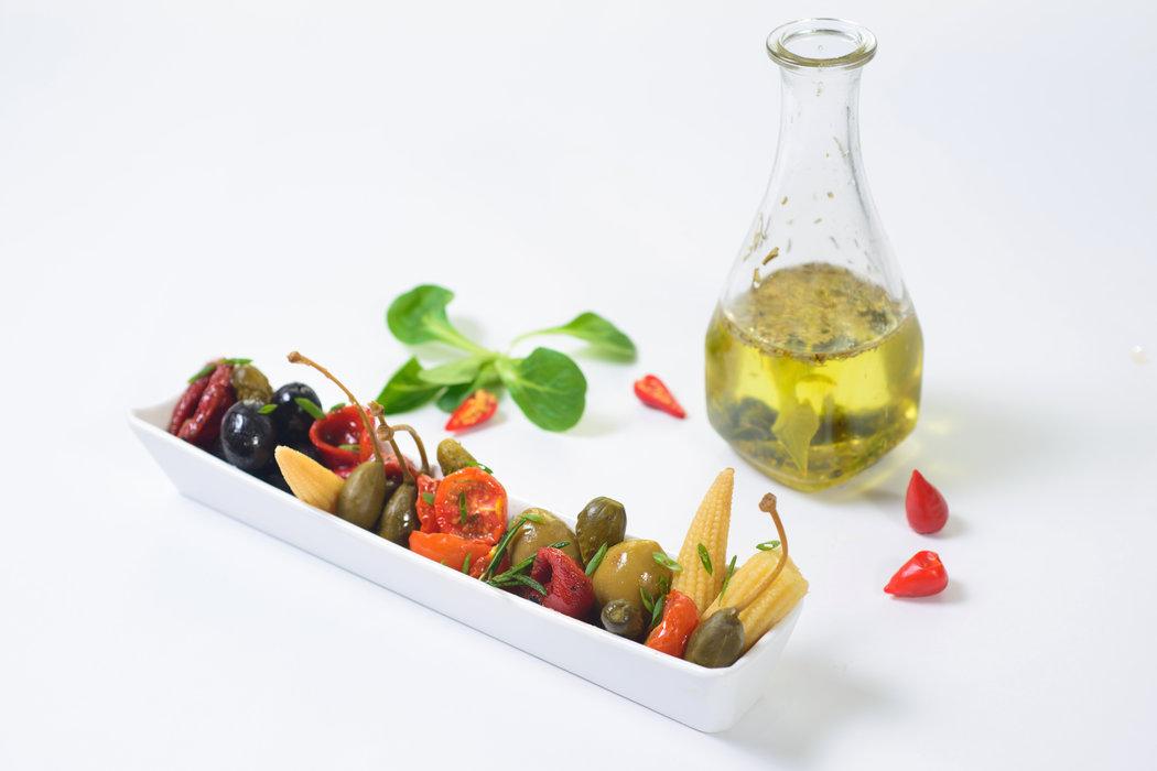 Nakladanú zeleninu môžete použiť ako prílohu k rôznych jedlám, ale výborná je aj ako jednohubka.