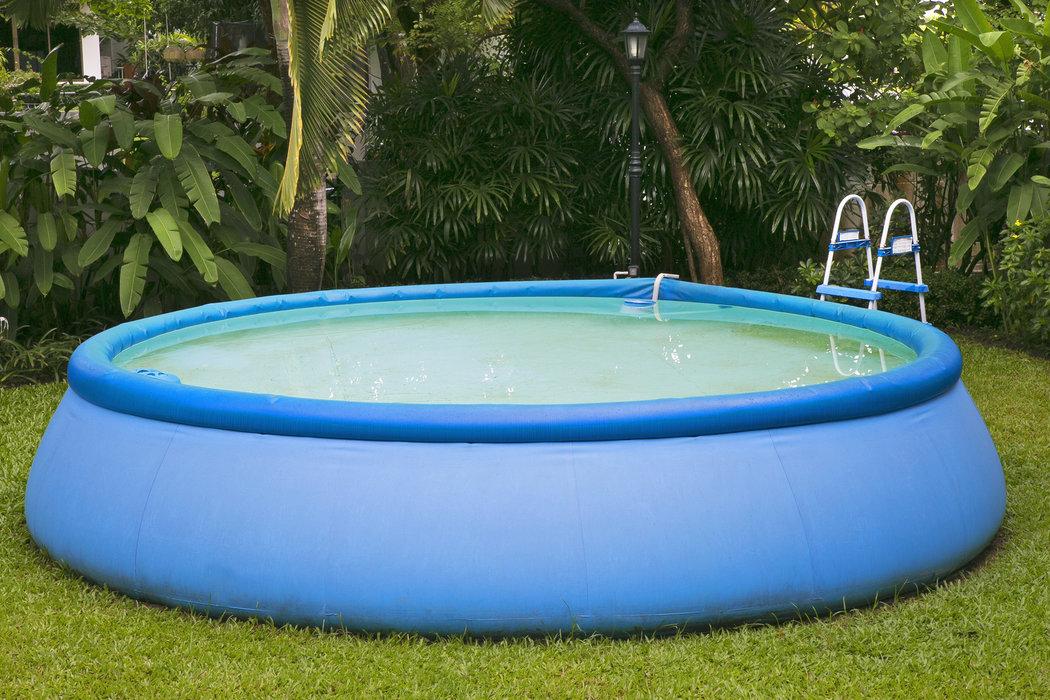 Bazén, ktorému stačí nafúknuť len prstenec a voda ostatné vyrieši za vás.