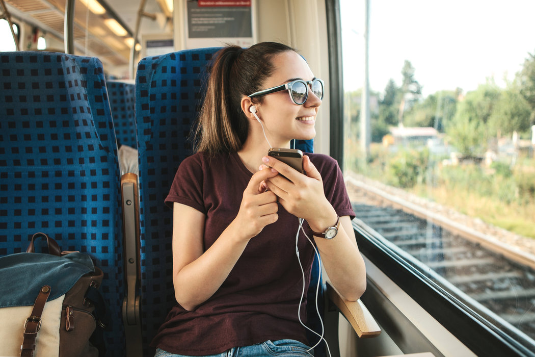 Káblové slúchadlá sú často vybavené aj mikrofónom, počas počúvania hudby, si tak môžete pohodlne vybaviť ja pár hovorov.