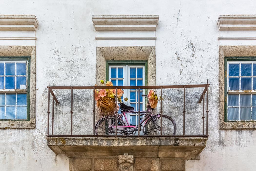 Balkón je pre uskladnenie bicykla na zimu núdzové riešenie. Zvoľte radšej garáž alebo suchú pivnicu.