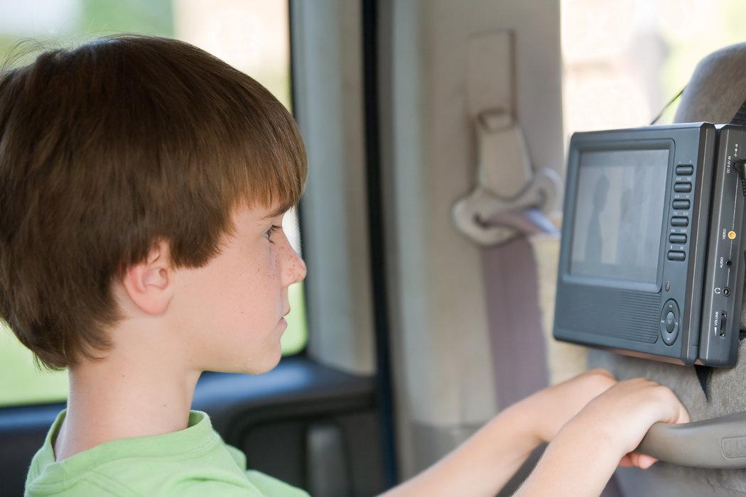 V aute pustíte cez DVD deťom rozprávky alebo filmy, doma potom prehrávač využijete na prehliadanie fotiek z dovolenky.
