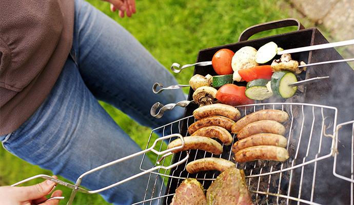 Zatímco se griluje maso, nechte opéct i zeleninu jako skvělou přílohu.