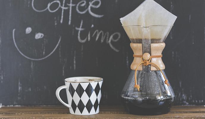 Oblíbenou technikou přípravy kávy je chemex – v Americe si v něm dělali kávu už ve 40. letech 20. století.