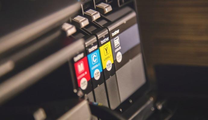 Při výběru cartridge potřebujete znát barvu, výrobce a model tiskárny nebo přímo kód náplně.