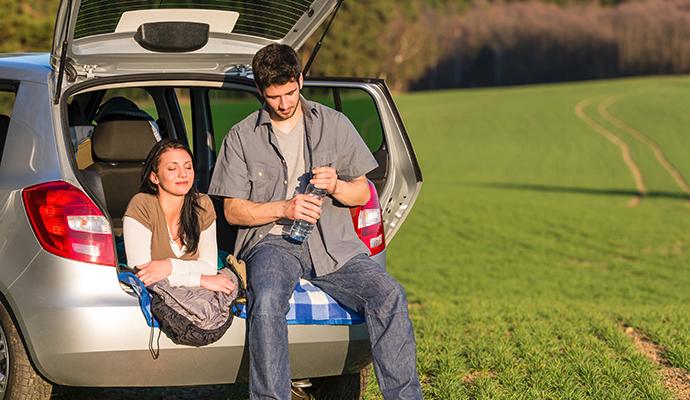 V hatchbacku se pohodlně vyspíte ve dvou. S dětmi se vyplatí mít větší kombík.