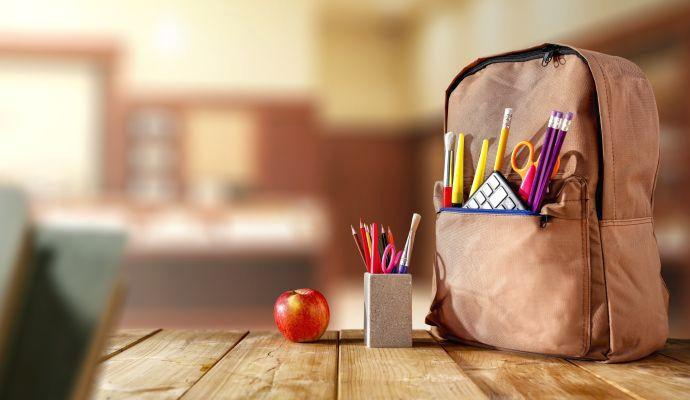 Kapes není na školní brašně nikdy dost. Díky nim mají děti důležité věci vždy po ruce.