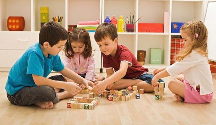 K Vánocům hračky prostě patří – vybírejte takové, díky kterým se děti něco naučí.