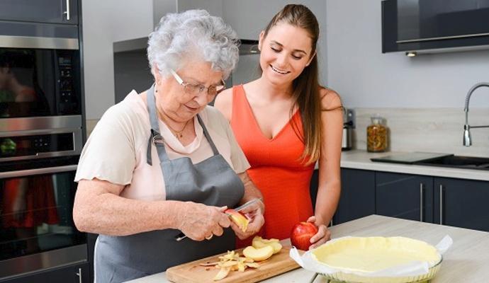 Zapékací mísou potěšíte mladé hospodyňky i ostřílené kuchařky, které jsou v kuchyni jako doma.