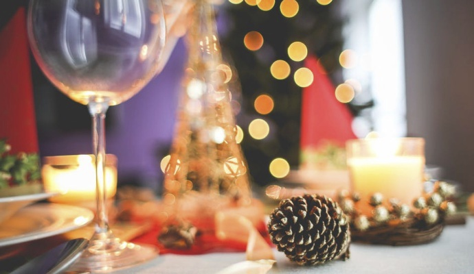 Máte-li doma dost skleniček, obětujte čtyři na výrobu originálního adventního svícnu. Ale pozor! Ať vám nějaké zbydou i na přípitek.