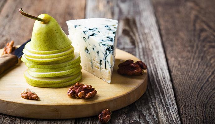Pokud vás aroma sýra neláká, vyměňte nivu za camembert.